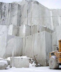statuario marble quarry